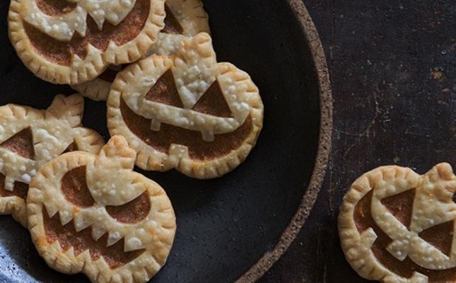 Jack-O-Lantern-Pumpkin-Hand-Pies